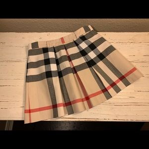 Burberry pleated skirt size 8Y